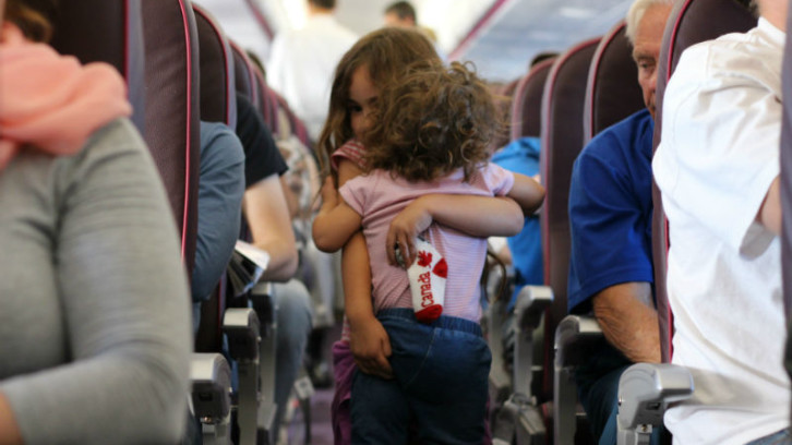 לטוס עם ילדים