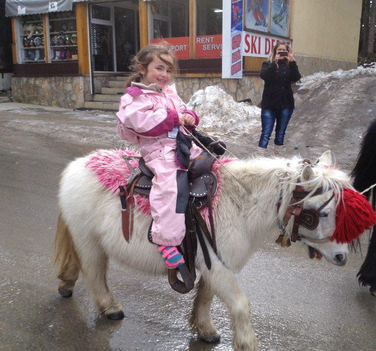 שירה על סוס פוני אפטר-סקי